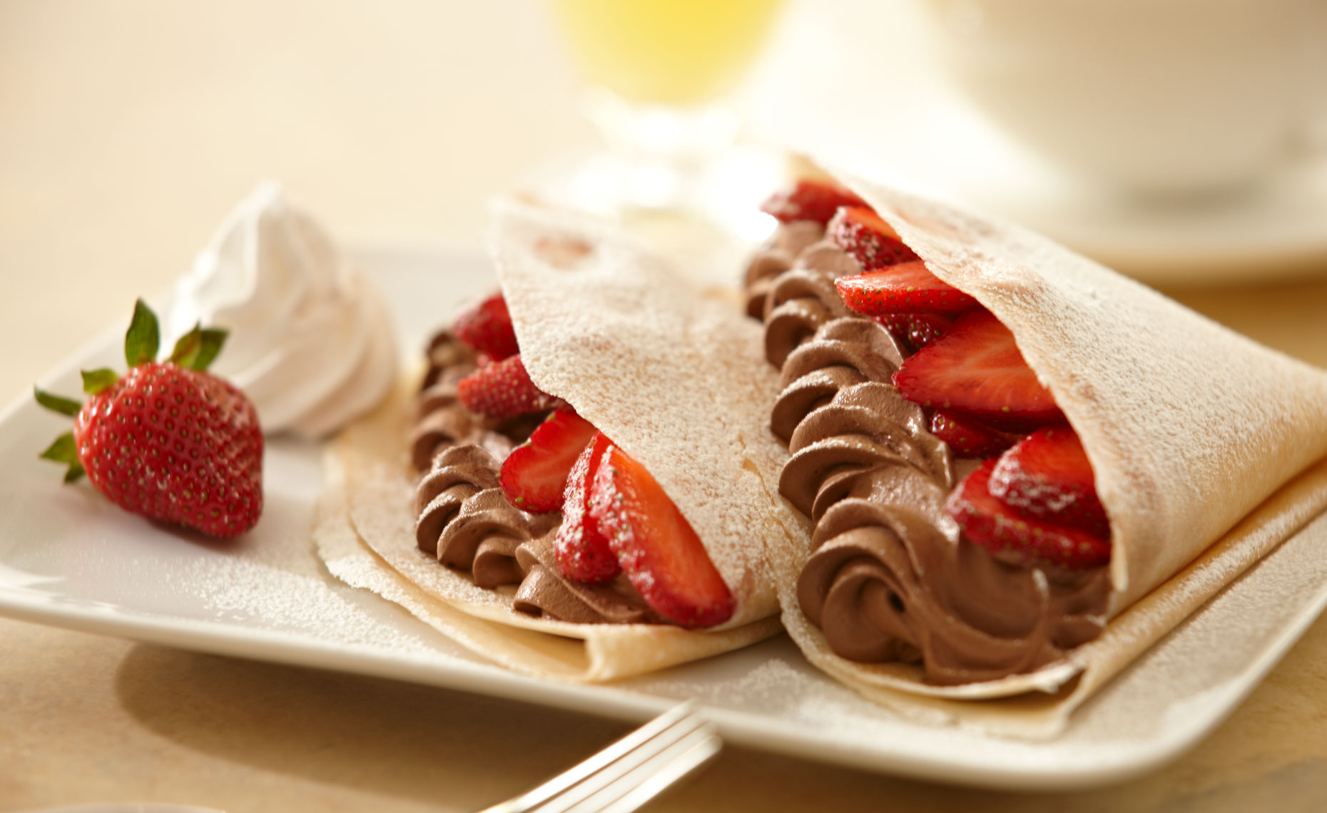 dessert-sweets-photographers-crepe-mousse-strawberries-14