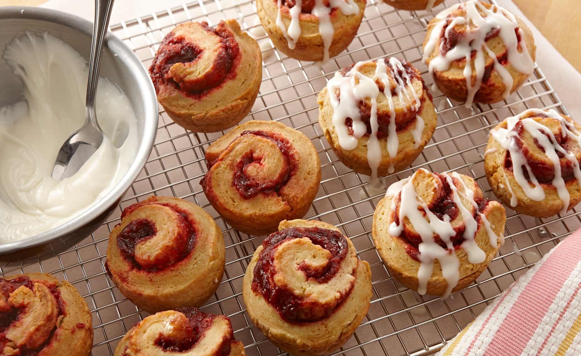 izza-pasta-bread-photographers-rolls-cinnamon-raspberry-09